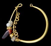 A-Roman-gold-earring-c-2nd-3rd-Century-A-D_210_4UQZ9