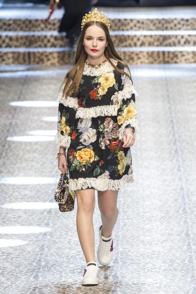 Dolce+Gabbana+Fall+2017+dTJ2w0KV6jel