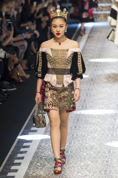 Dolce+Gabbana+Fall+2017+iKrvXvrDv2xl