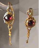 roman-earrings-with-garnet