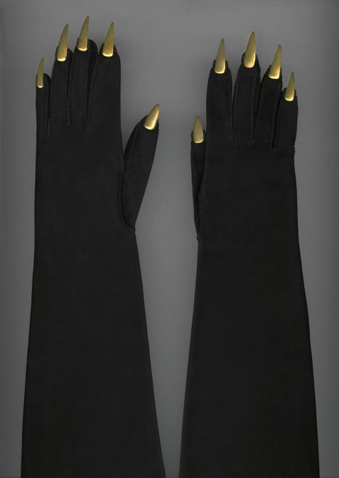 suede-gloves-with-gold-metal-talons-elsa-schiaparelli-1936