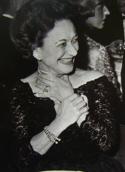 Wallis-Simpson-the-Duchess-of-Windsor-looking-happy-in-her-Cartier-panther-bracelet-and-assorted-other-jewels.-Via-Diamonds-in-the-Library.